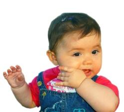 Nena chupandose el dedo
